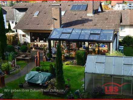 Zweifamilienhaus mit parkähnlichem Garten