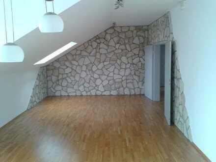 Energieeffiziente 83 m² Dachgeschoßwohnung mit PKW Stellplatz