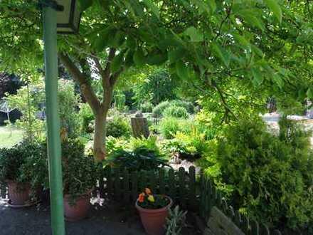 2-Raum-Wohnung im DG mit EBK und eigener Terrasse im Garten