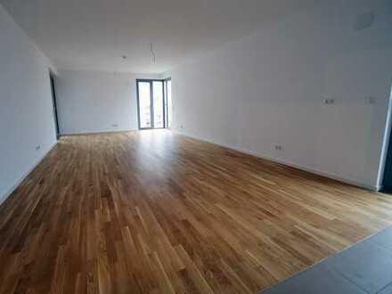 helle, offene & moderne Wohnung mit großzügigem Balkon