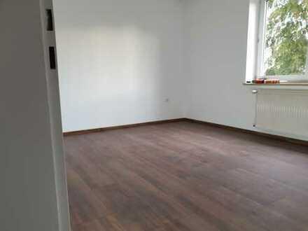 3 Zimmer Wohnung in Haunstetten,verkehrsgünstig,Garage,Blk.,nach Komplettsanierung,1 OG,neues Bad