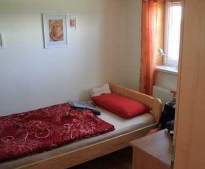 Möblierte EG-Wohnung mit Terrasse und Stellplatz
