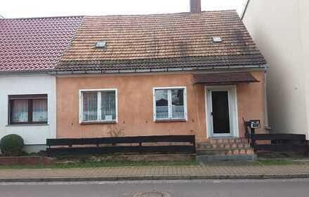 kleines Haus renovierungsbedürftig bezugsfrei und Hofscheune