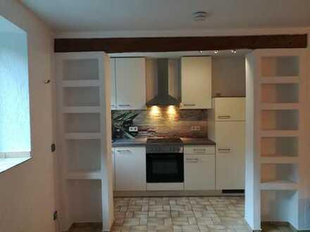 Mod. Appartement mit neuer Einbauküche in absolut ruhiger Lage
