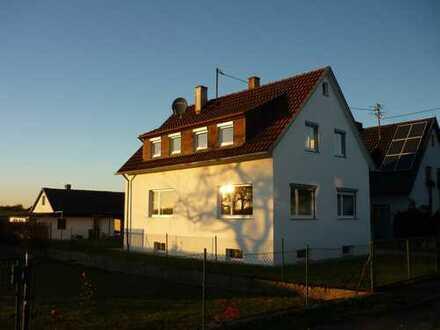 Gemütliches Haus mit großem Gartengrundstück in Altdorf, idyllische Ortsrandlage, zu vermieten!