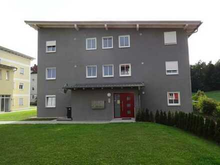 Schöne Neubauwohnung mit Balkon in Salzweg