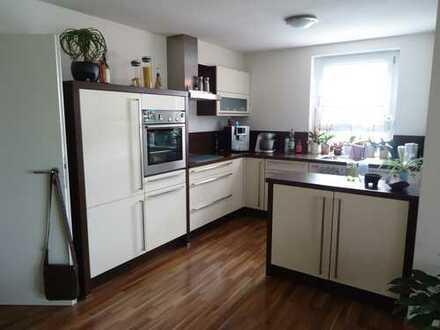 Neuwertige 3,5-Zimmer-EG-Wohnung Terrasse und Einbauküche in Wernau