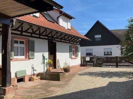 Charmantes Bauernhaus mit Garten, Kachelofen, Solarkollektoren, Glasfaser, Heizung neu