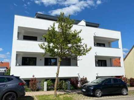 Neuvermietung mit EBK und Terrasse in moderner Architektur in Neulingen