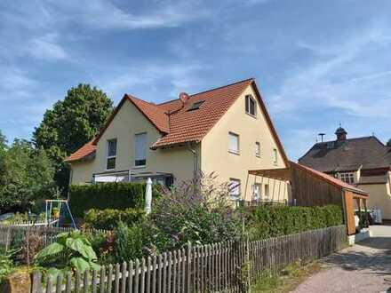 Tolle Doppelhaushälfte mit Terrasse/Garten/Carport in Toplage von Kleinheubach zu verkaufen !
