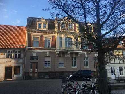 charmante Altbau-Wohnung benötigt liebevolle Renovierung, mit Renovierungszuschuss