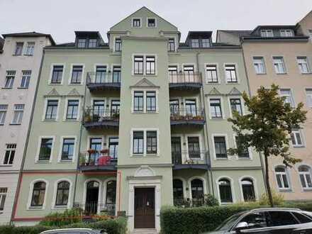 hochwertige Räumlichkeiten mit Terrasse, Stellplatz und Kellerraum im EG