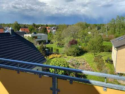 * frisch renovierte Dachgeschoss-Wohnung mit Balkon in zentraler Lage *