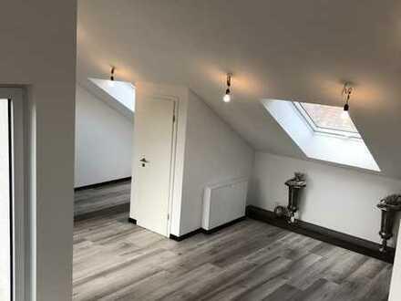 Erstbezug mit Balkon: stilvolle 4-Zimmer Maisonette Penthouse-Wohnung in Steinmauern