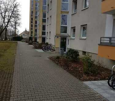 Exklusive, gepflegte 3-Zimmer-Wohnung mit Balkon und Einbauküche in Bogenhausen, München
