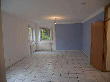 Zentral gelegene, helle 2-ZKB Wohnung mit Gartenanteil