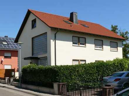 Sonniger Garten - Freistehendes Dreifamilienhaus in Top Lage von Reilingen!
