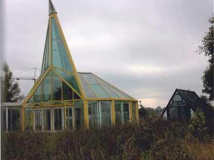 Neubauhalle mit Glaspyramide in Hude