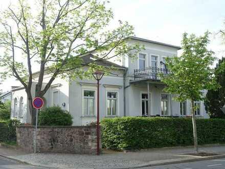 Helle 1-Zimmerwohnung im Dachgeschoss in zentraler Lage von Radebeul-West