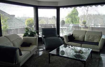 Moderne, lichtdurchflutete 3-Raum-Penthouse-Wohnung mit Balkon und Einbauküche in MG-Hockstein