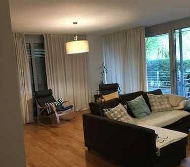 Schöne, geräumige vier Zimmer Wohnung in Düsseldorf, Stockum