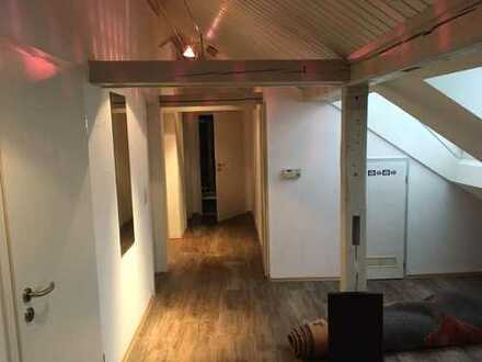 Vollständig renovierte 3-Zimmer-DG-Wohnung mit EBK in Kempten (Allgäu)