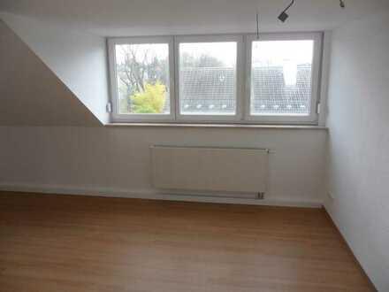 Schöne ruhige Dachgeschosswohnung für 2 Personen Nähe Bahnhof