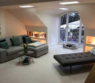Helle gehobene 2 Zimmer Wohnung mit 4 Balkonen und Einbauküche in Grünwald