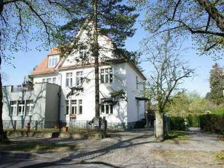 6-Zimmer-Wohnung mit Einbauküche und Wintergarten in ruhiger Lage