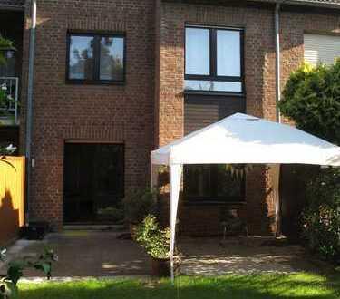 Stadthaus/Mittelhaus in Kaiserswerth, großes Raumangebot, ruhige und grüne Wohnlage, Rheinnähe