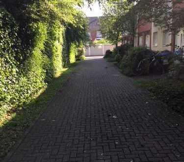 Reiheneckhaus mit Garten und Garagenabstellplatz in ruhiger Seitenstraße in Düsseldorf-Wittlaer