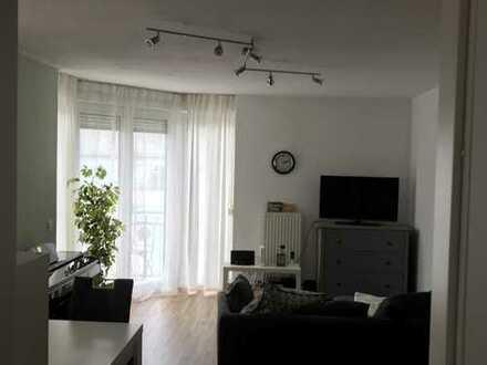 Gemütliche zwei Zimmer Wohnung mit Blick auf den Neckar