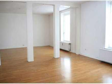 Das Besondere: großzügige 150 m² plus zwei Bäder, Dachterrasse und PKW-Stellplatz