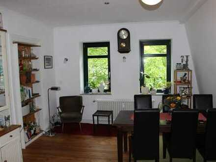 Wunderschöne sanierte Altbauwohnung mit viel Charm / Balkon + Garten / Einfamilienhauscharakter