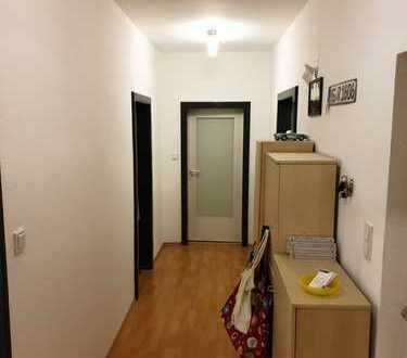 Stilvolle, modernisierte 3-Zimmer-Hochparterre-Wohnung mit Einbauküche in Oberursel