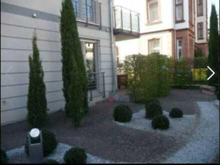 Geschmackvolle Erdgeschosswohnung mit zwei Räumen und EBK in Heidelberg-Neuenheim