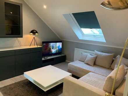 Erstbezug nach Sanierung - Voll möbliert - 4 Zimmer (3 SZ + 1 Wohnzimmer) + Küche + Bad + Balkon