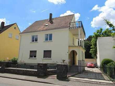 WRS Immobilien - 3 Familienhaus mit 4 Garagen und großem Grundstück in Hanau-Wolfgang