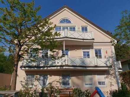 Sonnige 2-Zimmer-DG-Wohnung mit Balkon und EBK in Aubing, München