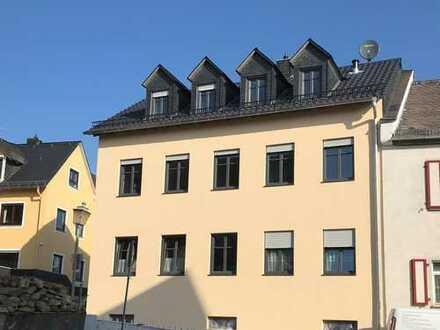 Schöne 5-Zimmer Maisonette-Wohnung mit Balkon