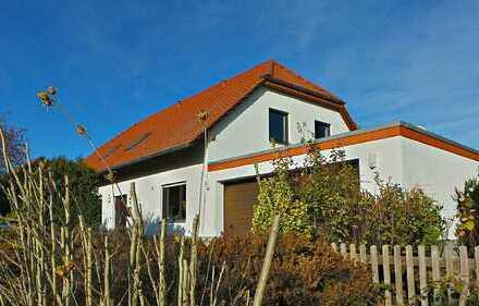 """""""Schöner Wohnen"""" in Ilsede-Adenstedt im Zweifamilienhaus mit Loggia und Garage"""
