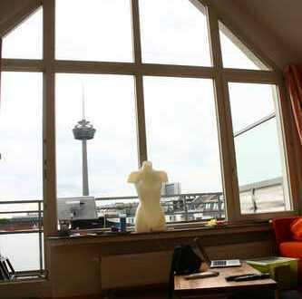 Stilvolle 2-Zimmer-Dachgeschosswohnung mit Balkon und EBK in Neuehrenfeld, Köln
