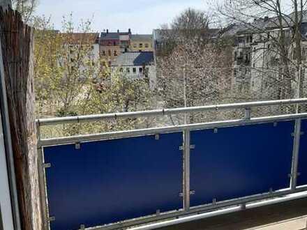 Tolle zentral gelegen Wohnung mit moderner Einbauküche und einem großen Balkon *1 Monat mietfrei*