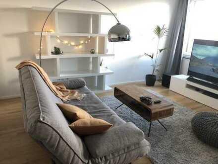 Teilmöblierte, hochmoderne 1-Zimmer-Wohnung mit Balkon und Einbauküche direkt an der Spree
