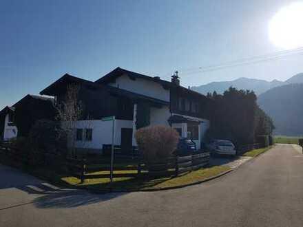Gepflegte 3-Zimmer-Dachgeschosswohnung mit Balkon und EBK in Grassau