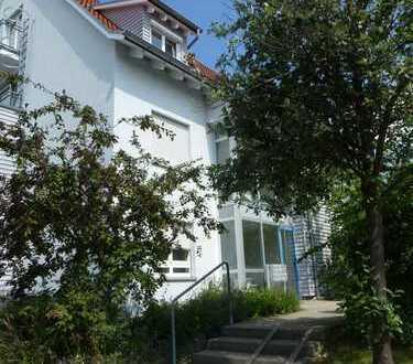 Top 2,5 Zimmer Dachgeschoss-Maisonette in Leonberg zu vermieten