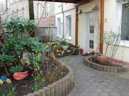 von Privat - kuscheliges Haus mit idyllischem Innenhof