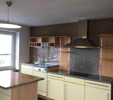 5-Zimmer-Wohnung mit Balkon und EBK in Wiesau