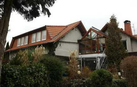 Interessant geschnittene Wohnung mit Wintergarten und Terrasse