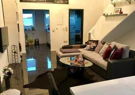 Luxuriös eingerichtete, möblierte zwei Zimmer Maisonette-Wohnung